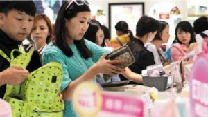chinese_tourists_at_seoul_duty_free_shop