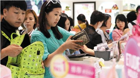 chinese_tourists_at_seoul_duty_free_shop