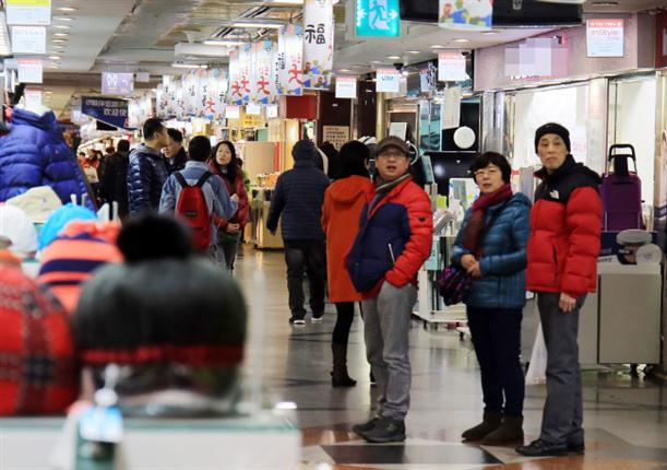 chinese_tourists_in_korea (Custom)