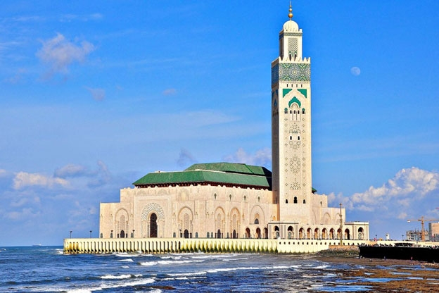 base_1481786893-king-hassan-ii-mosque-on-the-atlantic-coast-of-casablanca-morocco-1600x1062