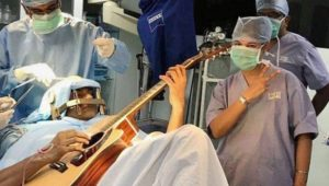 Guitarist-at-operation-theatre