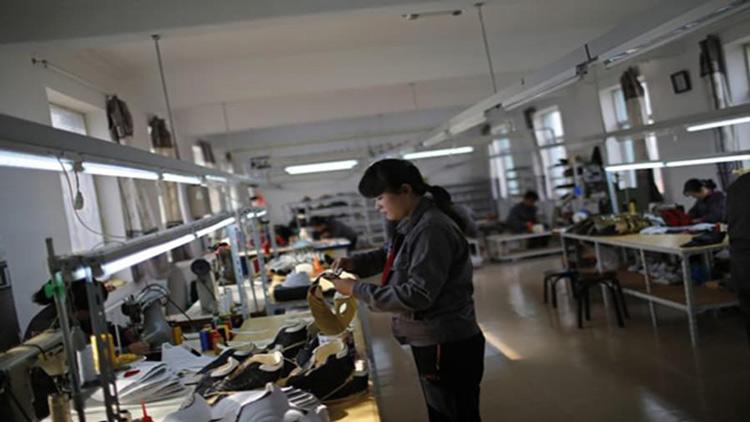 north-korea-women-worker