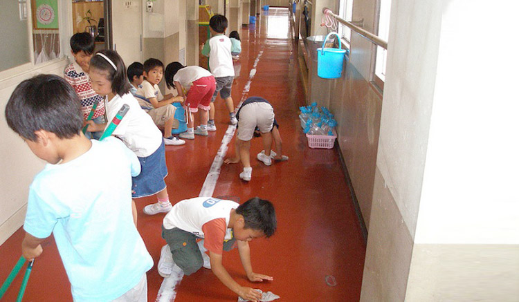 japanese-students-cleaning