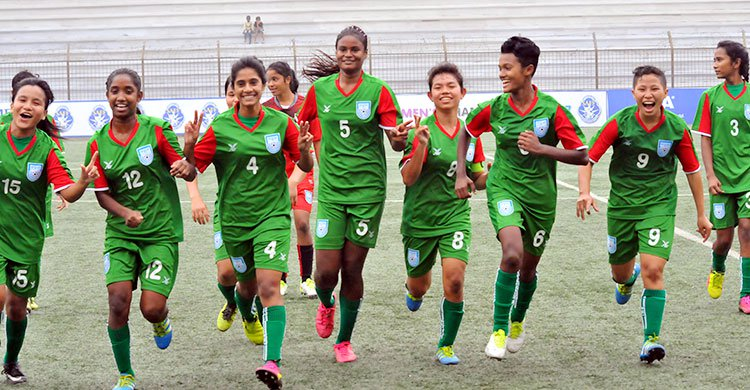 women-15-football-team