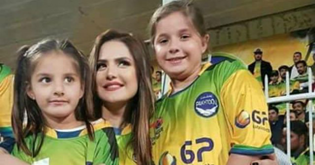 zareen-khan-with-shahid-afridi-daughter
