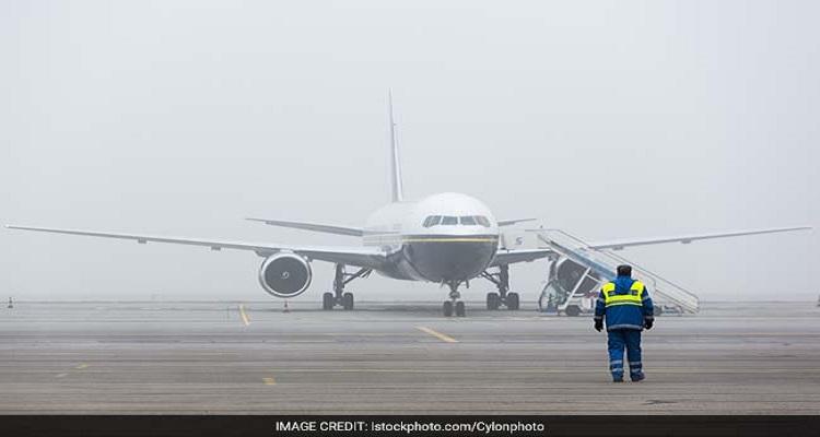 fog-airport-plane