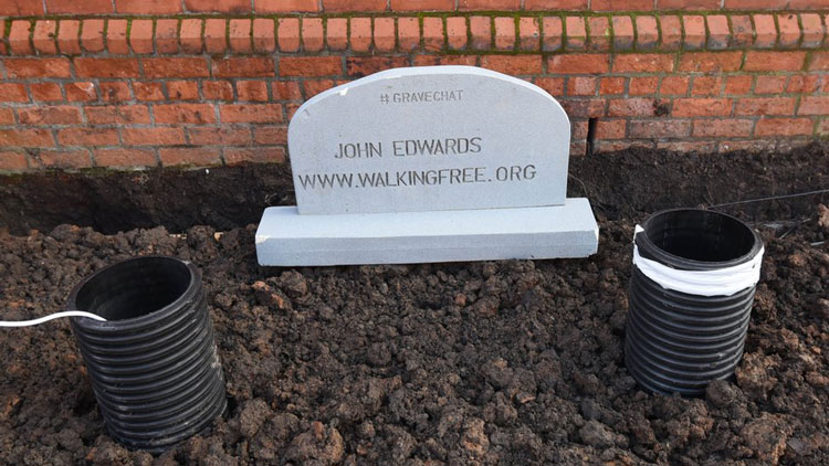 grave-with-wifi-electricity