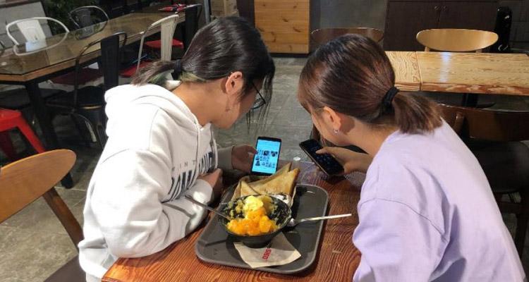 korea-smartphone-user
